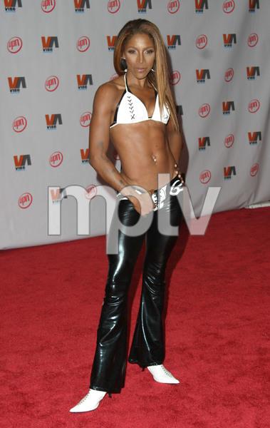 """1st Annual Vibe Awards"" 11/20/03A J Johnson MPTV - Image 21590_0726"