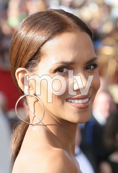 """The 57th Annual Primetime Emmy Awards""Halle Berry09-18-2005 / Shrine Auditorium / Los Angeles, CA - Image 21590_1145"
