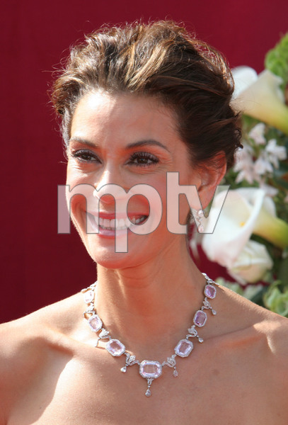 """The 57th Annual Primetime Emmy Awards""Teri Hatcher09-18-2005 / Shrine Auditorium / Los Angeles, CA - Image 21590_1200"