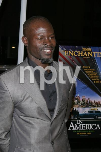 """In America"" Premiere 11-20-03Djimon HounsouPhoto By Sam Kweskin - Image 21607_0036"