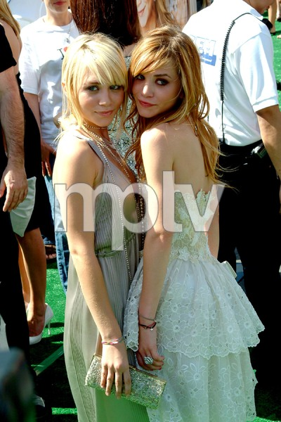"""New York Minute"" (Premiere)Ashley Olsen and Mary-Kate Olsen 05/01/2004 / Grauman"