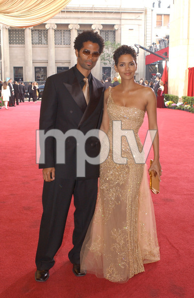 """75th Annual Academy Awards"" 03/25/03Eric Benet & Halle Berry © 2003 AMPAS/MPTV - Image 21711_0020"
