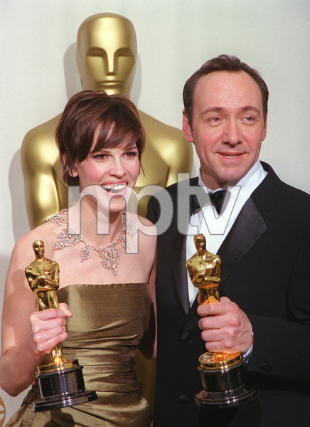 """72nd Annual Academy Awards"" 03/26/00 Hilary Swank & Kevin Spacey © 2000 AMPAS/MPTV - Image 21723_0005"