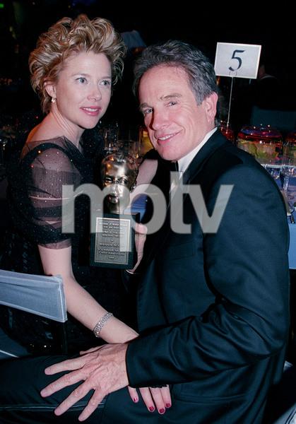 """72nd Annual Academy Awards"" 03/26/00 Annette Bening & Warren Beatty © 2000 AMPAS/MPTV - Image 21723_0007"