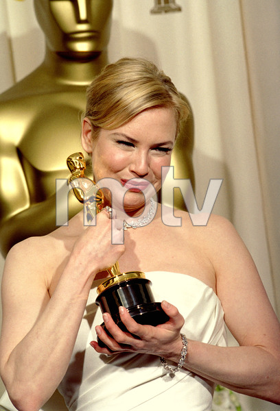 """76th Annual Academy Awards"" February 29, 2004Renee Zellweger © 2004 AMPAS - Image 21781_0002"