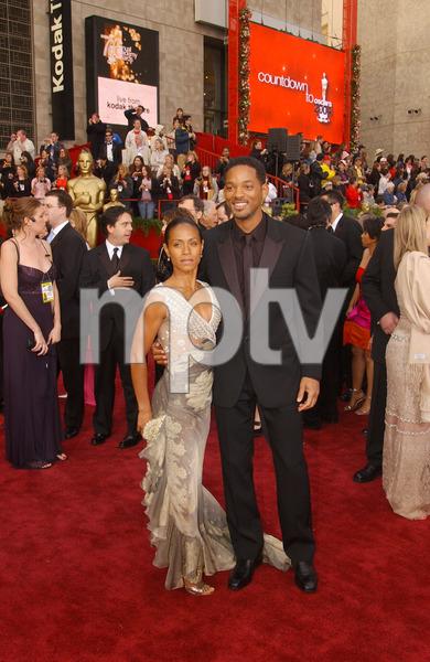 """""""76th Annual Academy Awards"""" February 29, 2004Jada Pinkett Smith & Will Smith © 2004 AMPAS - Image 21781_0029"""
