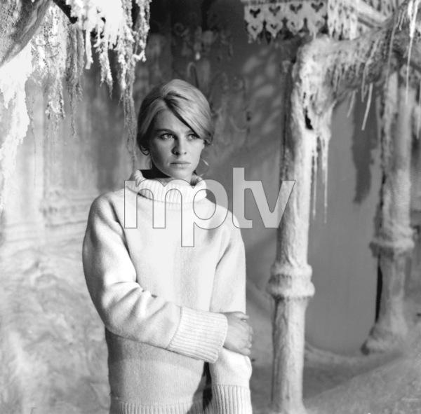 """Julie Christie on the set of """"Doctor Zhivago""""1965 MGM** I.V. - Image 2191_0109"""
