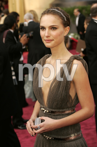 """Natalie Portman, Academy Award Best Actress nominee for her work in """"Closer,"""" arrives at the 77th Annual Academy Awards at the Kodak Theatre in Hollywood, CA on Sunday, February 27, 2005.  HO/AMPAS - Image 22270_0032"""