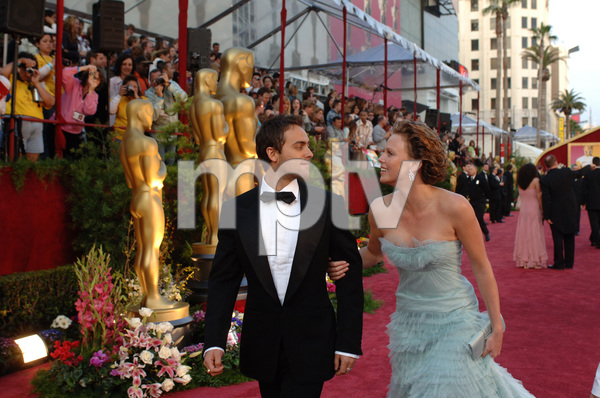 Oscar winner and Academy Award presenter Charlize Theron arrives with Stuart Townsend at the 77th Annual Academy Awards at the Kodak Theatre in Hollywood, CA on Sunday, February 27, 2005.  HO/AMPAS - Image 22270_0062