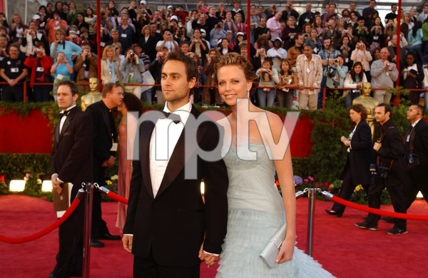 Oscar winner and Academy Award presenter Charlize Theron arrives with Stuart Townsend at the 77th Annual Academy Awards at the Kodak Theatre in Hollywood, CA on Sunday, February 27, 2005.  HO/AMPAS - Image 22270_0064