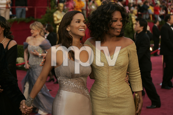 Oscar winner and Academy Award presenter Halle Berry and Oprah Winfrey arrive at the 77th Annual Academy Awards at the Kodak Theatre in Hollywood, CA on Sunday, February 27, 2005.  HO/AMPAS - Image 22270_0102
