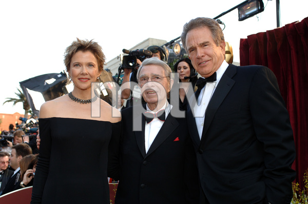 Best Actress Academy Award nominee Annette Bening and Oscar winner Warren Beatty pose with Army Archerd before the 77th Annual Academy Awards at the Kodak Theatre in Hollywood, CA on Sunday, February 27, 2005.  HO/AMPAS - Image 22270_0124