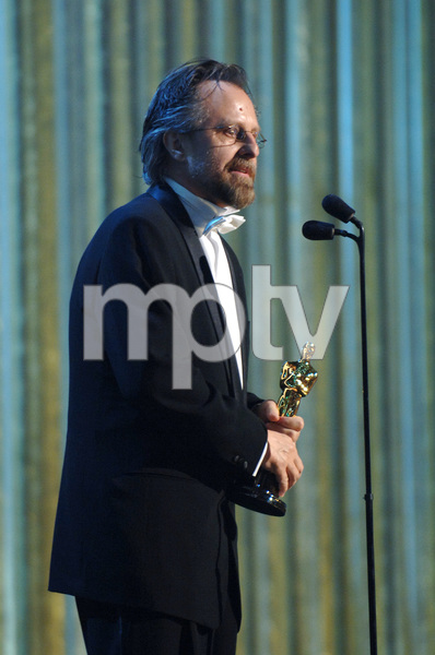Jan A.P. Kaczmarek accepts the Academy Award for Best Original Score during the 77th Annual Academy Awards at the Kodak Theatre in Hollywood, CA on Sunday, February 27, 2005.  HO/AMPAS - Image 22270_0254