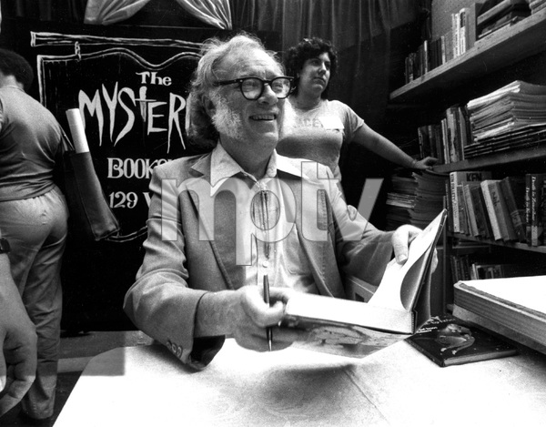 Famous mystery and Sci-Fi author Issac Asimov at a book signing in 1983, I.V. - Image 22727_0012