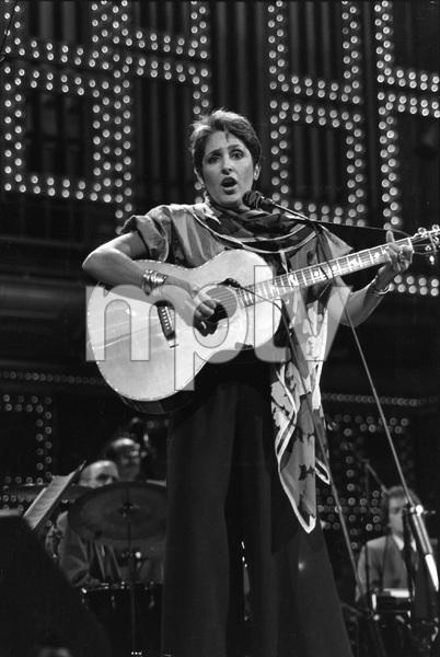 Joan Baez, 1985, I.V. - Image 22727_0014