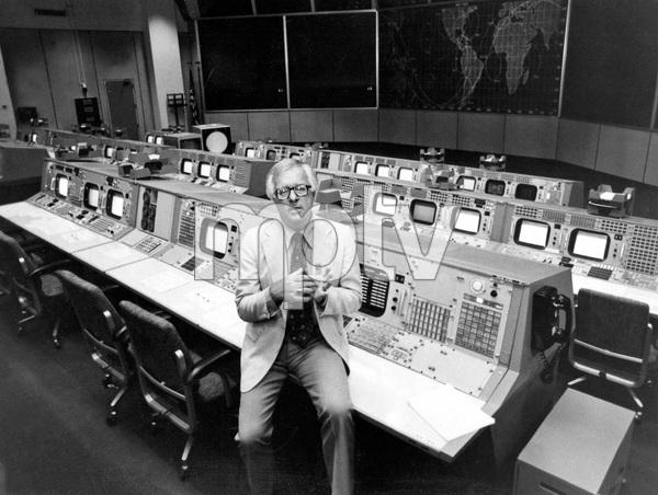 Famous Sci-Fi author Ray Bradbury, I.V. - Image 22727_0038