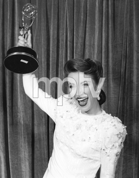 """Jane Seymour with her Emmy award won for, """" ONASSIS: THE RICHEST MAN IN THE WORLD"""", 1988, I.V. - Image 22727_0327"""