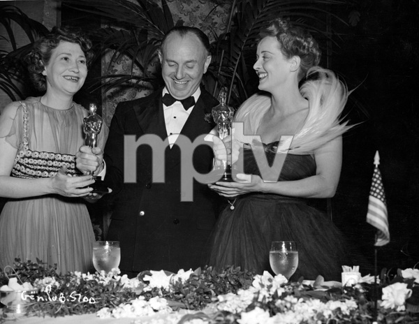 Faye Bainter, Jack L. Warner and Bette Davis, Academy Awards, I.V. - Image 22727_0410