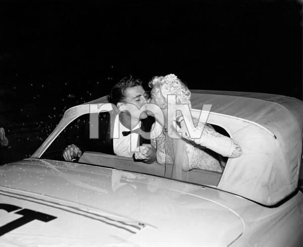 Jayne Mansfield and husband Mickey Hargitay on their wedding day, I.V. - Image 22727_1231