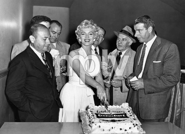 """THE SEVEN YEAR ITCH"" TCF, 1955, Marilyn Monroe, Joe DiMaggio - Image 22727_1240"