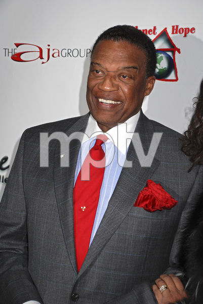 """""""The First Anniversary Celebration of Artpeace Gallery""""Bernie Casey01-20-2007 / Artpeace Gallery / Burbank, CA / Photo by Andrew Howick - Image 22907_0004"""