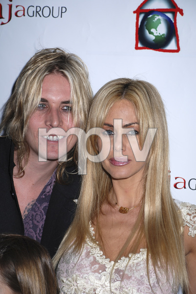 """The First Anniversary Celebration of Artpeace Gallery""Zac Ambrose, Shauna Sand-Lamas01-20-2007 / Artpeace Gallery / Burbank, CA / Photo by Andrew Howick - Image 22907_0026"