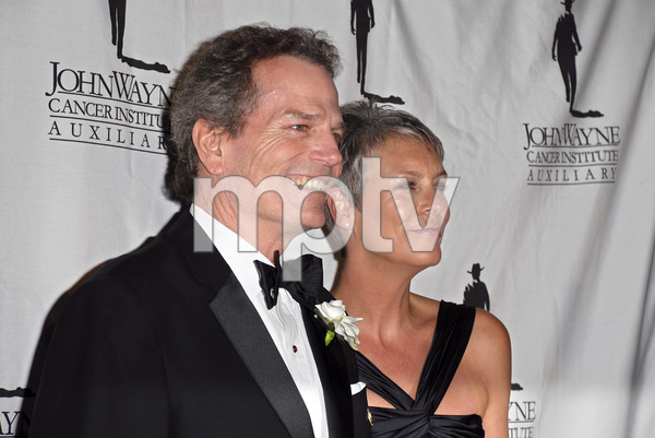 """""""The 22nd Annual Odyssey Ball benefiting the John Wayne Cancer Clinic""""Patrick Wayne, Jamie Lee Curtis04-14-2007 / Beverly Hilton Hotel / Beverly Hills, CA / Photo by Andrew Howick - Image 22992_0011"""