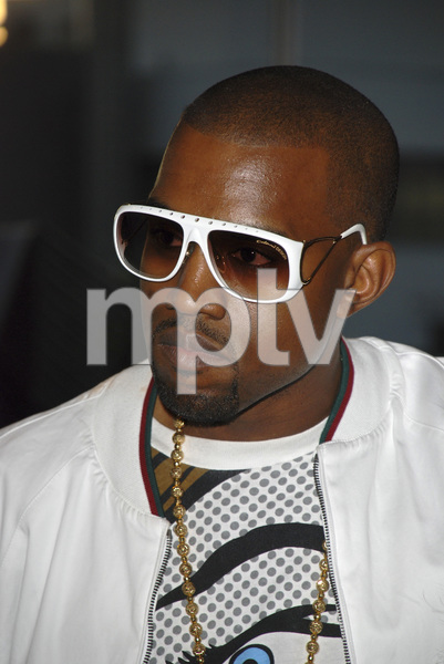 """Kanye West at the book signing of """"Raising Kanye: Life Lessons from the Mother of a Hip-Hop Superstar"""" 05-09-2007 / Border"""
