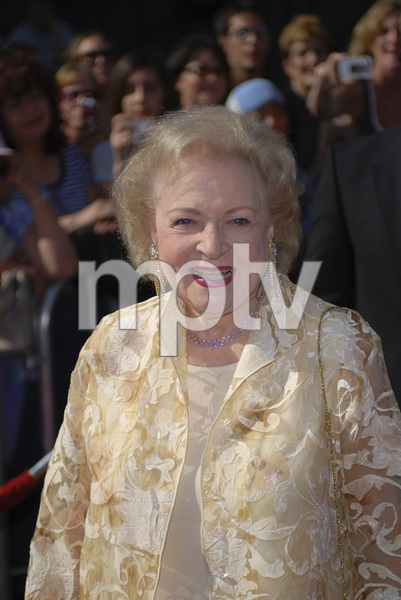 """The 34th Annual Daytime Emmy Awards""Betty White06-15-2007 / Kodak Theatre / Hollywood, CA / Photo by Andrew Howick - Image 23100_0188"