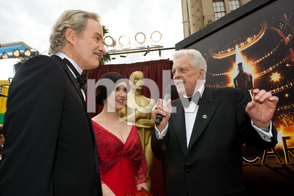 """""""The 81st Annual Academy Awards"""" (Arrivals)Kevin Kline, Phoebe Cates, Robert Osborne02-22-2009Photo by Richard Harbaugh © 2009 A.M.P.A.S. - Image 23704_0054"""