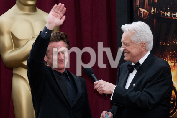 """The 81st Annual Academy Awards"" (Arrivals)Sean Penn, Robert Osborne02-22-2009Photo by Erik Ovanespour © 2009 A.M.P.A.S. - Image 23704_0068"