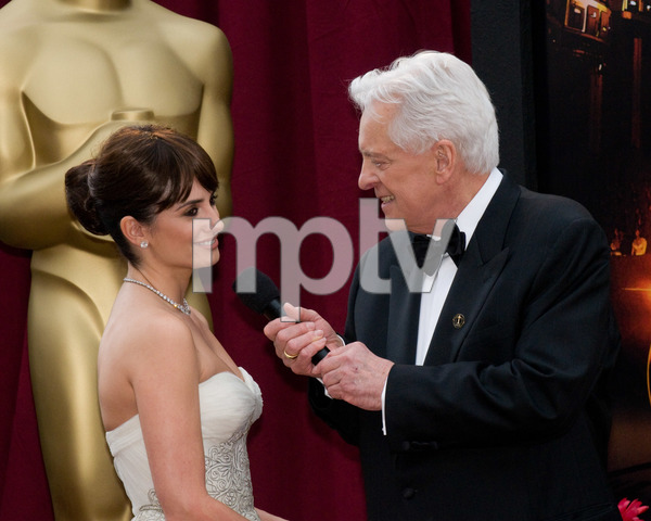 """The 81st Annual Academy Awards"" (Arrivals)Penelope Cruz, Robert Osborne02-22-2009Photo by Erik Ovanespour © 2009 A.M.P.A.S. - Image 23704_0111"