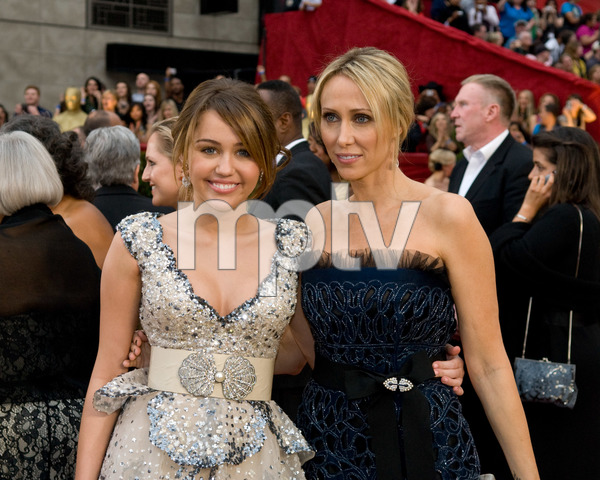 """""""The 81st Annual Academy Awards"""" (Arrivals)Miley Cyrus, Tish Cyrus02-22-2009Photo by Jon Didier © 2009 A.M.P.A.S. - Image 23704_0133"""