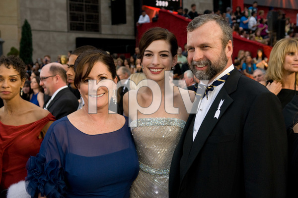 """""""The 81st Annual Academy Awards"""" (Arrivals)Anne Hathaway and her parents02-22-2009Photo by Jon Didier © 2009 A.M.P.A.S. - Image 23704_0149"""