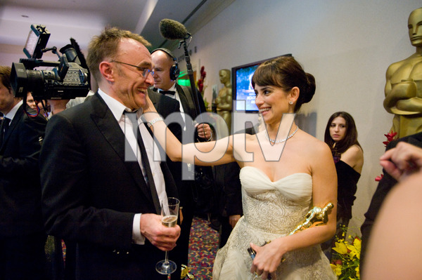 """""""The 81st Annual Academy Awards"""" (Backstage)Danny Boyle, Penelope Cruz02-22-2009Photo by Todd Wawrychuk © 2009 A.M.P.A.S. - Image 23704_0272"""