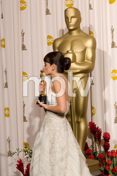 """""""The 81st Annual Academy Awards"""" (Press Room)Penelope Cruz02-22-2009Photo by Bryan Crowe © 2009 A.M.P.A.S. - Image 23704_0285"""
