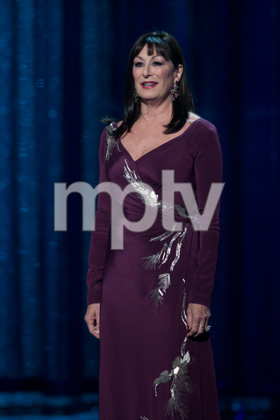 """""""The 81st Annual Academy Awards"""" (Telecast)Anjelica Huston02-22-2009Photo by Michael Yada © 2009 A.M.P.A.S. - Image 23704_0400"""