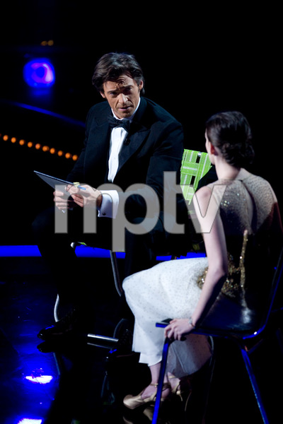 """""""The 81st Annual Academy Awards"""" (Telecast)Hugh Jackman, Anne Hathaway02-22-2009Photo by Darren Decker © 2009 A.M.P.A.S. - Image 23704_0418"""
