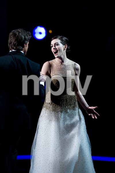 """""""The 81st Annual Academy Awards"""" (Telecast)Anne Hathaway02-22-2009Photo by Darren Decker © 2009 A.M.P.A.S. - Image 23704_0419"""