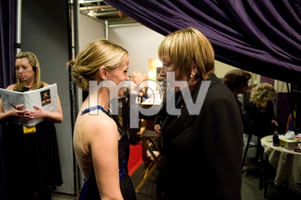 """""""The 81st Annual Academy Awards"""" (Backstage)Reese Witherspoon, Shirley MacLaine02-22-2009Photo by Richard Harbaugh © 2009 A.M.P.A.S. - Image 23704_0616"""