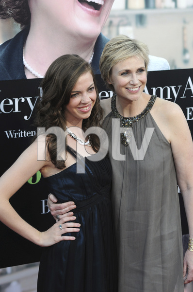 """Julie & Julia"" Premiere Jane Lynch & niece Ellen Doyle7-27-2009 / Mann Village Theater / Westwood, CA / Sony Pictures / Photo by Heather Holt - Image 23754_0009"