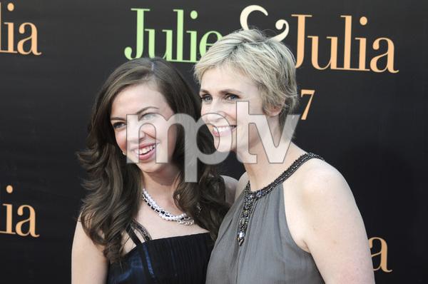 """Julie & Julia"" Premiere Jane Lynch & niece Ellen Doyle7-27-2009 / Mann Village Theater / Westwood, CA / Sony Pictures / Photo by Heather Holt - Image 23754_0010"