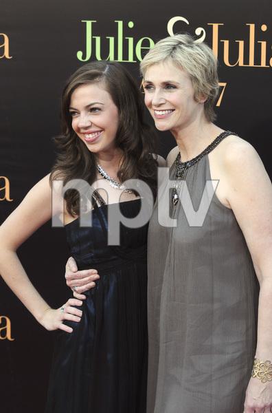 """Julie & Julia"" Premiere Jane Lynch & niece Ellen Doyle7-27-2009 / Mann Village Theater / Westwood, CA / Sony Pictures / Photo by Heather Holt - Image 23754_0012"