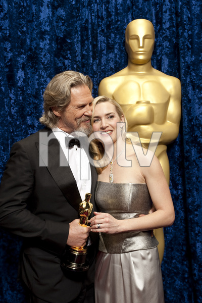 """The Academy Awards - 82nd Annual"" (Backstage)Jeff Bridges, Kate Winslet3-7-2010Photo by Todd Wawrychuk © 2010 A.M.P.A.S. - Image 23908_0356"