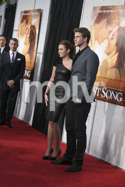 """""""The Last Song"""" PremiereMiley Cyrus, Liam Hemsworth3-25-2010 / Arclight Theater / Hollywood CA / Touchstone Pictures / Photo by Heather Hixon - Image 23914_0147"""