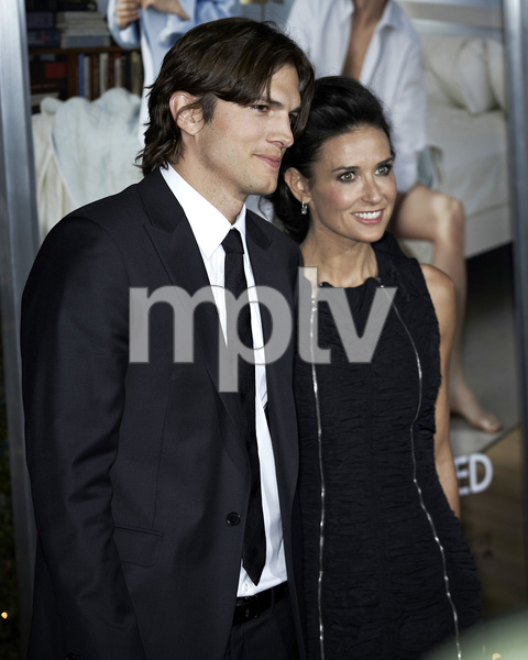 """""""No Strings Attached"""" PremiereAshton Kutcher and Demi Moore1-11-2011 / Regency Village Theater / Westwood CA / Paramount Pictures / Photo by Benny Haddad - Image 24006_0046"""