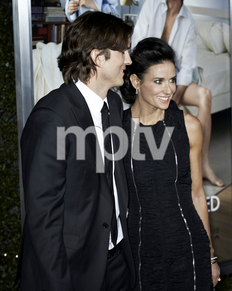 """No Strings Attached"" PremiereAshton Kutcher and Demi Moore1-11-2011 / Regency Village Theater / Westwood CA / Paramount Pictures / Photo by Benny Haddad - Image 24006_0047"