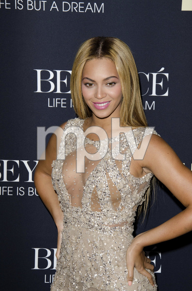 """Beyonce: Life is But a Dreamî PremiereBeyonce Knowles2-12-2013 / Ziegfeld Theater / New York NY / HBO / Photo by Eric Reichbaum - Image 24261_056"