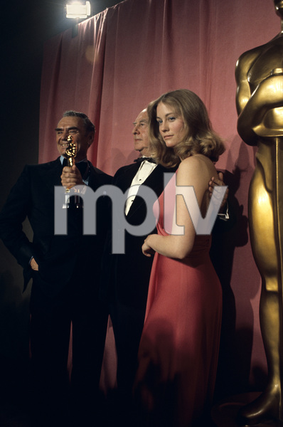 Cybill Shepherd with John Houseman and Ernest Borgnine at the Academy Awards1974© 1978 Paul Slaughter - Image 24262_0055