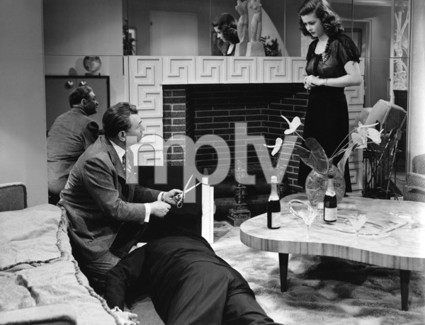 """""""The Woman in the Window"""" Edward G. Robinson, Joan Bennett1944 International Pictures ** I.V. - Image 24287_0019"""